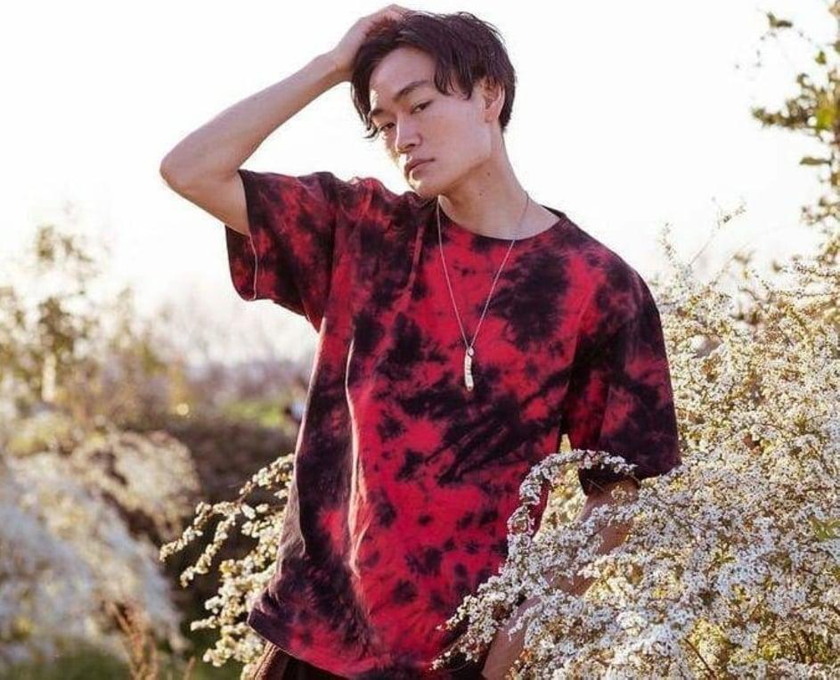 ムラ染めTシャツ赤色